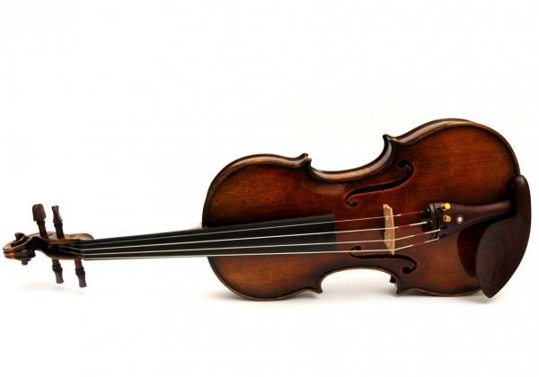 905 violin on its side